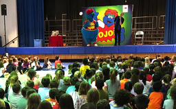 YoJo visited PE to encourage students to read and be confident