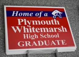 High school surprises seniors with lawn signs